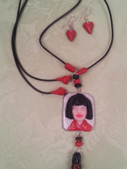 china-face-necklace